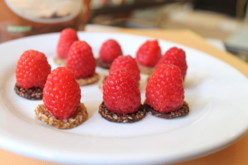 Lauryn Evarts, fitness blogger, health blogger, and skinny blogger talks easy, healthy, quick desserts.