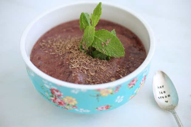 The Skinny Confidential's smoothie bowl.