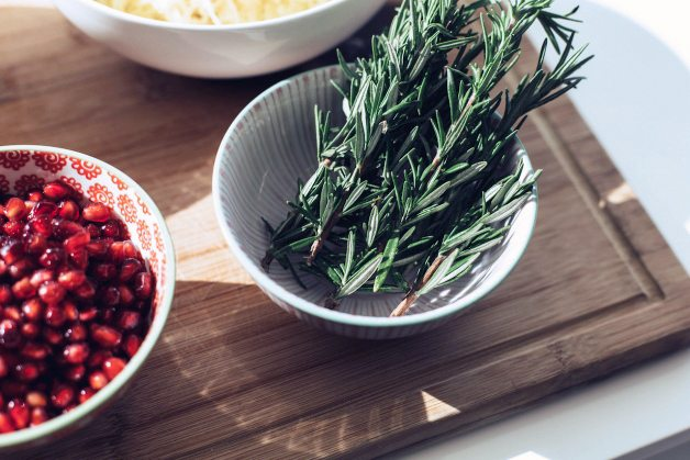 pomegranate seed spaghetti squash | by the skinny confidential