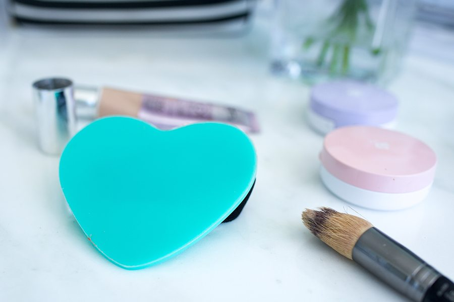 makeup hack 1   by the skinny confidential