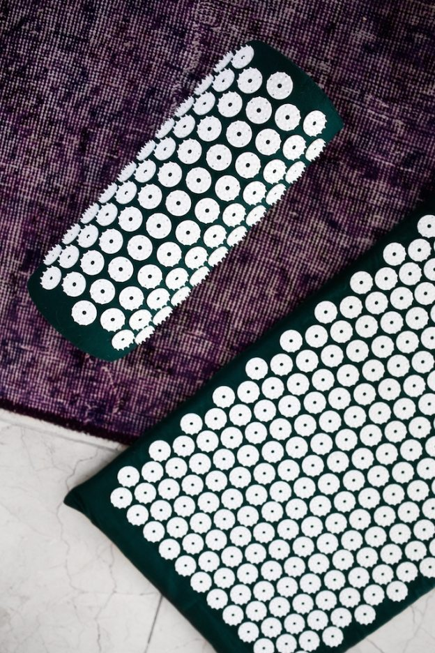 bed of nails acupressure mat | by the skinny confidential 3